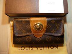 ルイ・ヴィトンのモノグラム ボエシの二つ折り長財布
