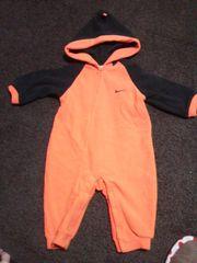 ナイキNIKEフリースカバーオール防寒オレンジ黒80サイズ