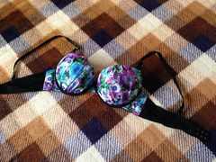 新品未使用D75黒色ブラック青花柄ブラジャー