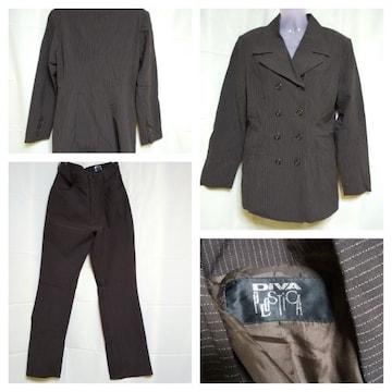 モバオクで買える「DIVA PLOSTICAパンツスーツ2点セット★ダークブラウン/ストライプ★定価6万」の画像です。価格は2,600円になります。