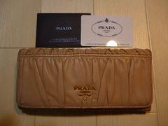 PRADA プラダ レザーの二つ折り長財布
