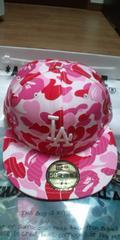 貴重 大人気 APE×NEWERAコラボキャップ LAロゴ刺繍サル迷彩カモ柄 M ピンク