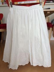 スカラップ裾刺繍スカート