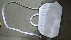 白色斜め掛け鞄