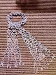 手編みネット編みのコットンマフラー グレー