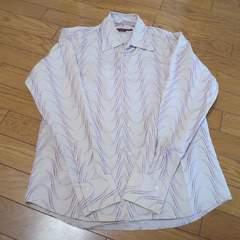 新品柄長袖シャツ