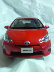 トヨタ自動車 特注 AQUA アクア 1/30 リアル オフィシャル ミニカー スーパーレッドV 箱