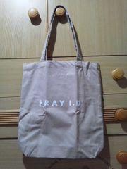FRAY I.Dロゴプリントのシンプルで合わせやすいトートバッグ