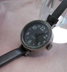 クラシックな腕時計SV
