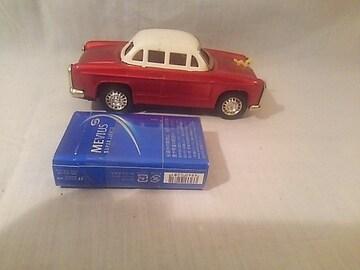 ブリキの車(赤色)