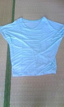 水色のシャツ