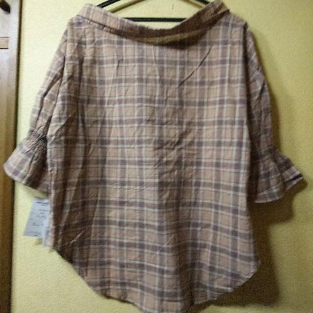 新品タグ付★片側オフショ五分袖シャツ/ベージュM < 女性ファッションの