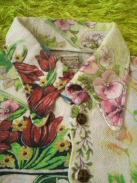 ●ムチャチャ●花模様シャツ XS(90-100位)男女 < ブランドの