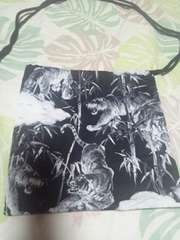 ☆新柄黒×竹林に虎柄ナナメ掛巾着袋