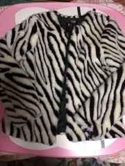 H&Mのゼブラ柄ファージャケット