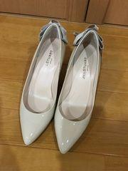 送料込 美品 ジルスチュアート パンプス 靴 ベージュリボン 23.5