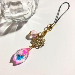★桜の花びらの中の小さな金魚レジンストラップ ピンク クリア�A