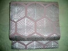 銀箔葉亀甲紋様の名古屋帯