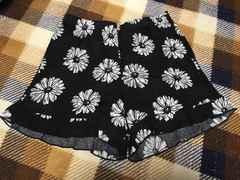 新品未使用黒色ブラック花柄フリルショートパンツデイジー柄