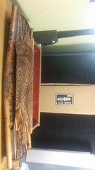 骨董手作り組竹台に、木曽路民芸花器。