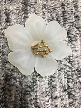 半透明 ホワイト お花のブローチ