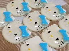 W ☆ 9 コ ☆ キティ フェイス 水色リボン 半透明 ☆ 約 2.2 cm ☆ デコパ☆