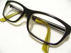 エンポリオ.アルマーニお洒落NO1黒淵ウェリントンのセル&形状チタン.最高の眼鏡フレーム