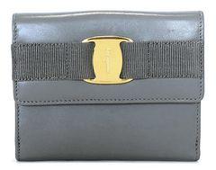 美品正規フェラガモ二つ折り財布ヴァラリボンレザーレディースコンパクトFERRAGAMO