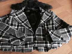 黒ショートジャケット。