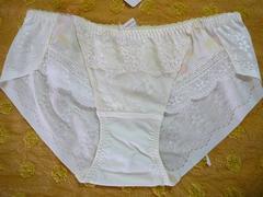 トリンプアモスタイル ショーツMサイズクリームお花刺繍