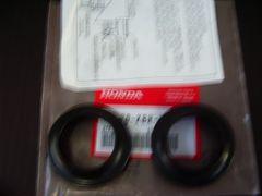 (23)CBX400FF�UCBX550F CBR400FフロントフオークダストシールH6