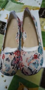 ベルメゾン購入♪ベネビスのお花柄の靴  25・5 新品