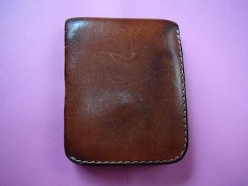 艶のある折財布 !。
