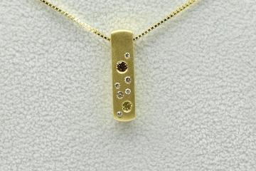K18 カラーダイヤモンド入り 0.28ct ペンダント ネックレス