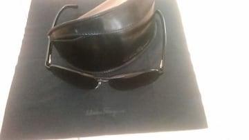 フェラガモサングラス(黒)ケース付き