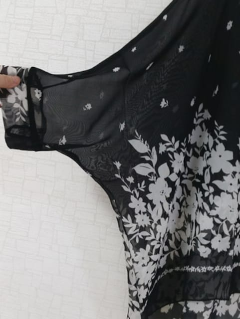 新品[7019]4L〜6L(大きいサイズ)黒X花柄シフォンドルマントップス < 女性ファッションの