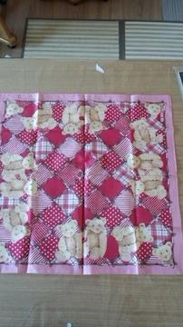 ピンクハウスハンカチ、バンダナ赤ピンクのパッチ柄にくま45×45
