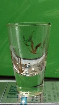 古い鶴柄のショットグラス