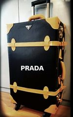 PRADA italy4輪キャリーバッグ黒レザー展示品1点ノベルティB品