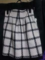 新品セシルマクビーの柄スカート