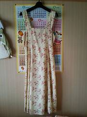 上品なジャンパースカート☆クリーム色&赤黄花柄☆ワンピース M