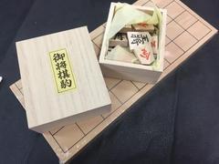 ☆《特別価格!》特選将棋と将棋盤セット! 新品・未開封