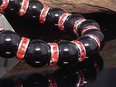 天然ブラックオニキス14ミリ赤ロンデル数珠