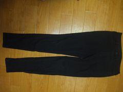 ユニクロ、黒Mパンツ