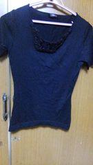 �B黒のシャツ