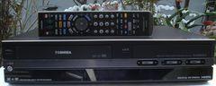 TOSHIBA/RD-W300/地デジ内蔵VHS・HDD・DVDマルチレコーダー