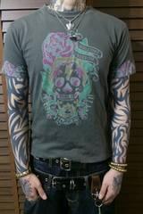 即決DEADスカルx薔薇x棺桶タトゥーTシャツ!ゴシックパンクロックバイカー