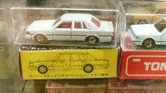 日本製黒箱日産セドリック未使用車