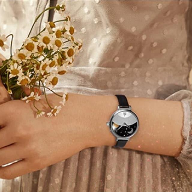 新品・未使用【専用箱】SK【画家ゴッホの絵が美しい】腕時計 < 女性アクセサリー/時計の