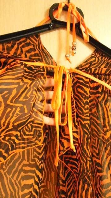 新品☆橙ゼブラ透け�A背中セクシーなホルタートップ☆3点で即落 < 女性ファッションの